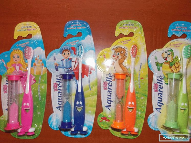 Baby toothbrushes complete with sand часами